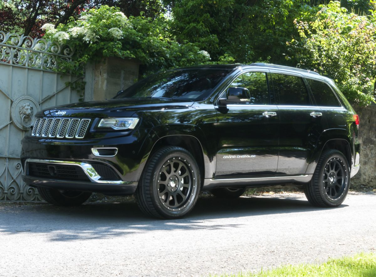alufelge schwarz 8 5x20 et 35 jeep grand cherokee wk2 10. Black Bedroom Furniture Sets. Home Design Ideas